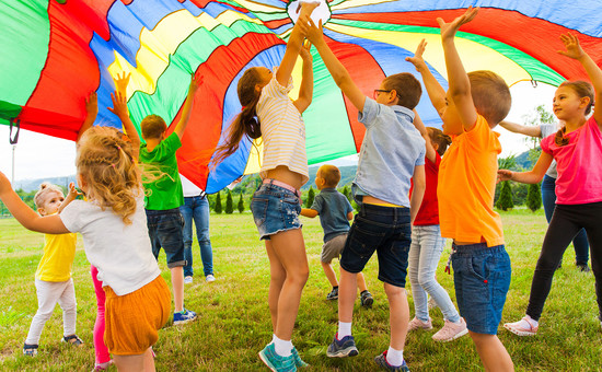 ACTIVITY PLAY - PARACHUTES